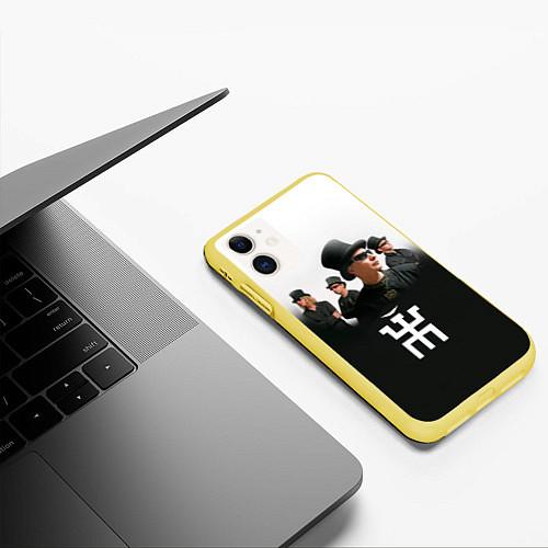 Чехол iPhone 11 матовый Пикник / 3D-Желтый – фото 3