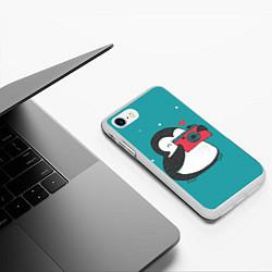 Чехол для iPhone 7/8 матовый с принтом Пингвин с фотоаппаратом, цвет: 3D-белый, артикул: 10079039305885 — фото 2