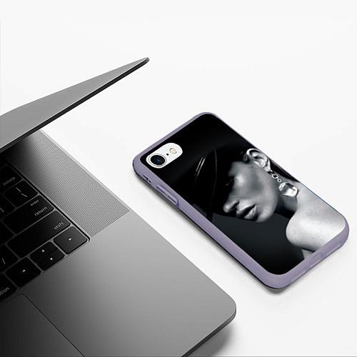 Чехол iPhone 7/8 матовый Девушка в шляпе / 3D-Серый – фото 3