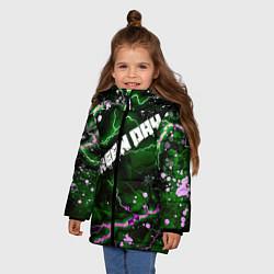 Куртка зимняя для девочки GreenDay цвета 3D-черный — фото 2