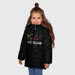 Куртка зимняя для девочки ИГРА В КАЛЬМАРА ФИГУРЫ УЗОР цвета 3D-черный — фото 2