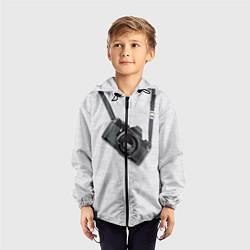 Ветровка с капюшоном детская Фотоаппарат на груди цвета 3D-черный — фото 2