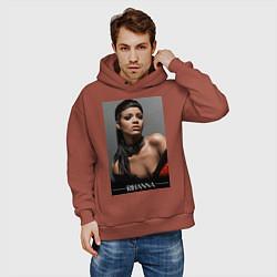 Толстовка оверсайз мужская Rihanna: portrait цвета кирпичный — фото 2