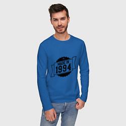 Лонгслив хлопковый мужской Made in 1994 цвета синий — фото 2