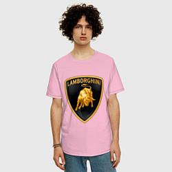 Футболка оверсайз мужская Lamborghini logo цвета светло-розовый — фото 2
