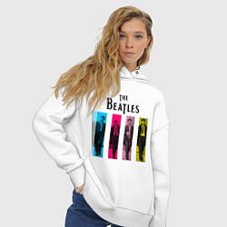 Толстовка оверсайз женская Walking Beatles цвета белый — фото 2