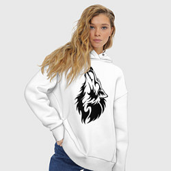 Толстовка оверсайз женская Воющий волк цвета белый — фото 2
