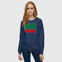Свитшот хлопковый женский Чечня: флаг цвета тёмно-синий — фото 2