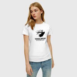 Футболка хлопковая женская Yamalwear цвета белый — фото 2